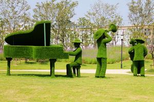 人物造型仿真绿雕