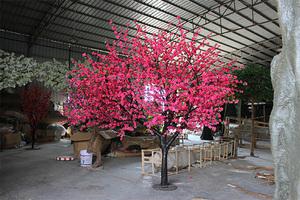 红色桃花树